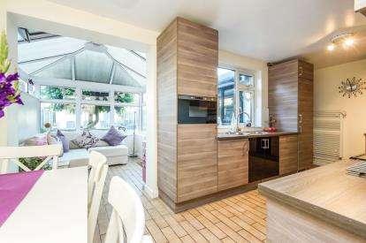 3 Bedrooms Terraced House for sale in Long Road, Mangotsfield, Bristol