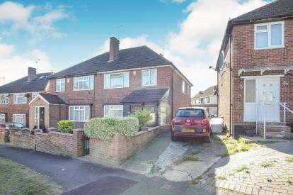 3 Bedrooms Semi Detached House for sale in Cheviot Road, Luton, Bedfordshire