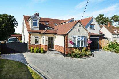 5 Bedrooms Detached House for sale in Ramsden Heath, Billericay, Essex