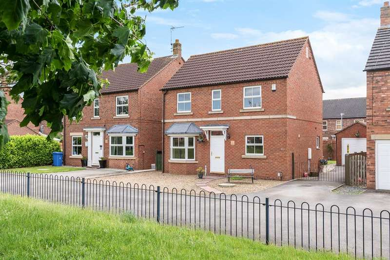 4 Bedrooms Detached House for sale in Halifax Close, Full Sutton, York, YO41 1NU