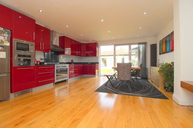 4 Bedrooms Semi Detached House for sale in Imperial Road, Feltham, TW14