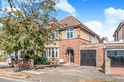 3 Bedrooms Detached House for sale in Kingsbrook Road, Bedford, Bedfordshire