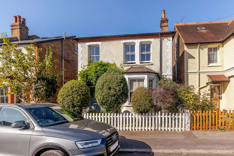 4 Bedrooms Detached House for sale in Weston Park, Weston Green, Thames Ditton, KT7