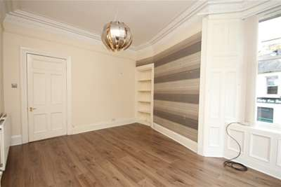 2 Bedrooms Flat for rent in Princes Street, Stirling