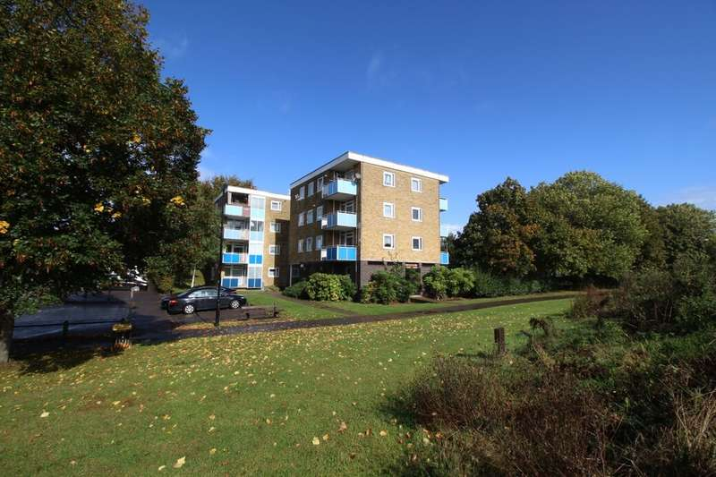 2 Bedrooms Flat for rent in Gilpin Close, Southampton, SO19