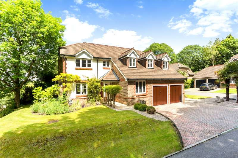 5 Bedrooms Detached House for sale in The Clares, Caterham, Surrey, CR3