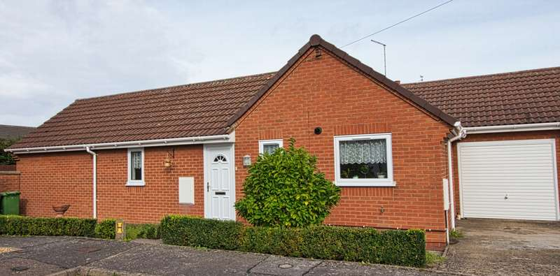 3 Bedrooms Bungalow for sale in Barratts Close, Whittlesey, PE7