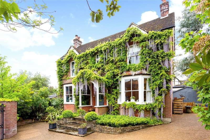 3 Bedrooms Detached House for sale in St. Christophers Road, Haslemere, Surrey, GU27