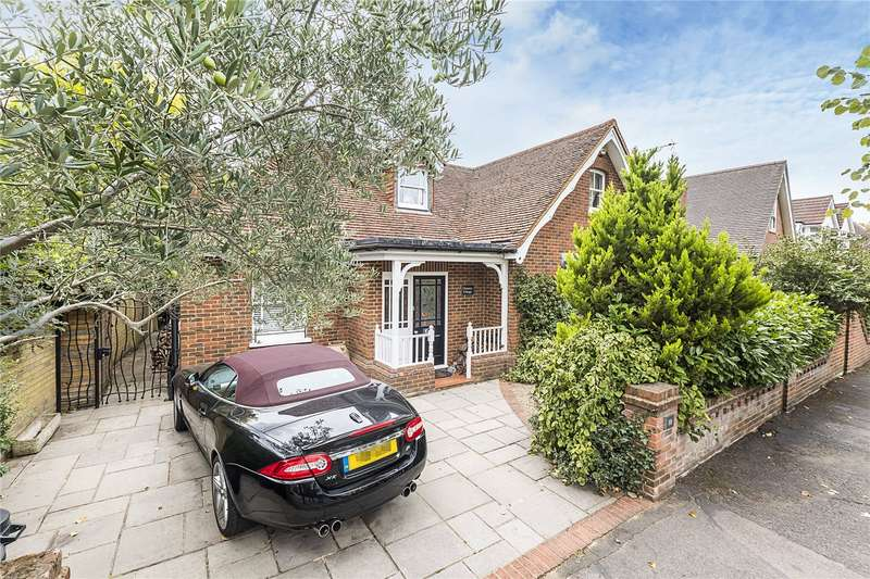 4 Bedrooms Detached House for sale in Kings Road, Teddington, TW11