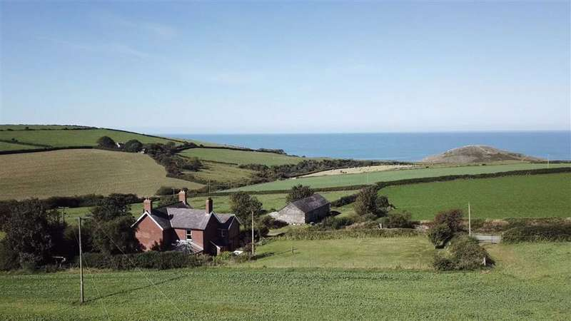 5 Bedrooms Detached House for sale in Near Mwnt, Ferwig, Ceredigion