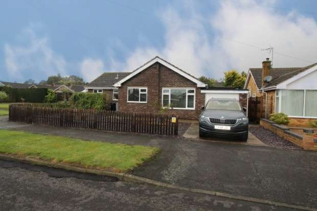3 Bedrooms Bungalow for sale in Farndale Crescent, Grantham, Lincolnshire, NG31 8DR