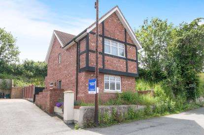 3 Bedrooms Detached House for sale in Llys Hen Ffordd, Old Conwy Road, Mochdre, Conwy, LL28