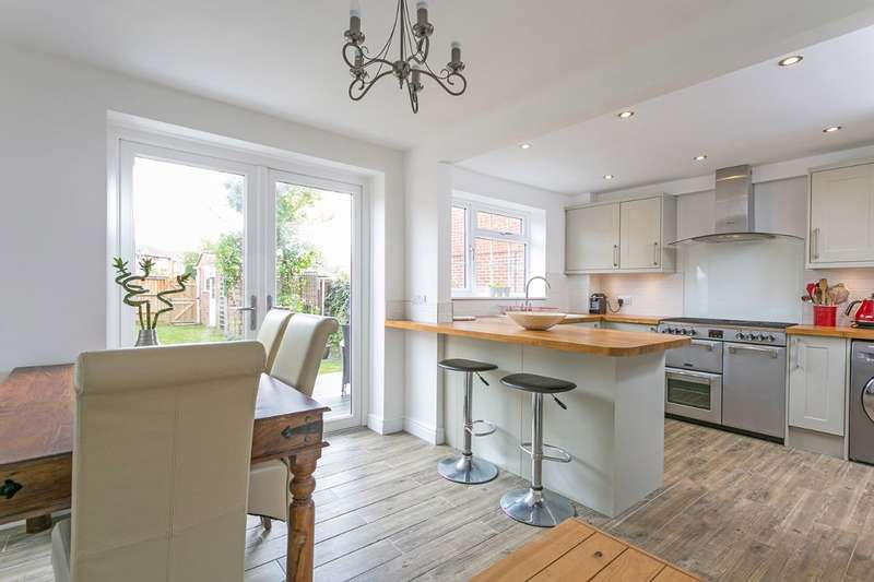 3 Bedrooms Semi Detached House for sale in Dorchester Close, Maidenhead