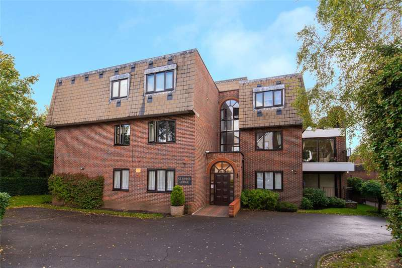 2 Bedrooms Flat for sale in St. Johns Lodge, St. Johns Road, Loughton, Essex, IG10