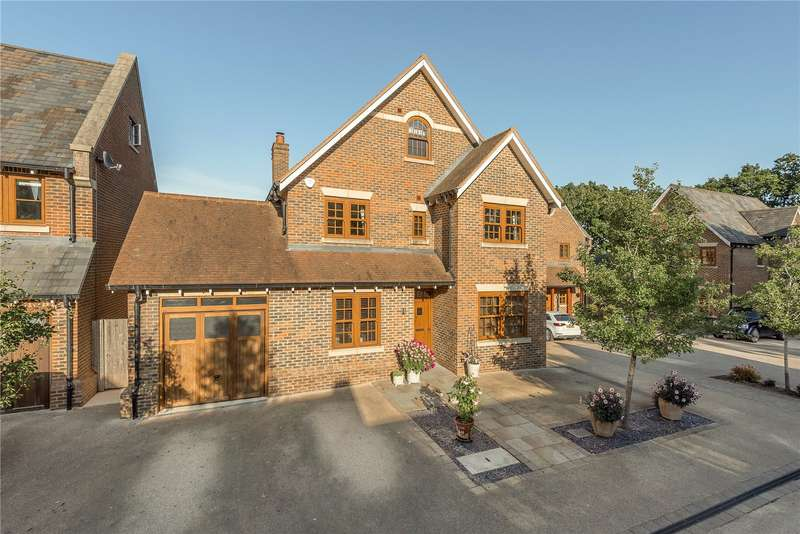 5 Bedrooms Detached House for sale in Mayfield Grange, Little Trodgers Lane