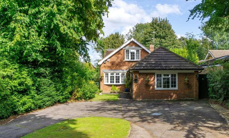 4 Bedrooms Detached House for sale in Headley Heath Approach, Tadworth, Surrey, KT20