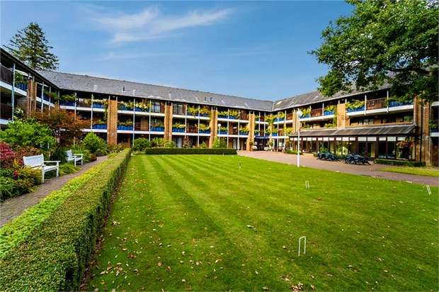 1 Bedroom Flat for sale in Emmbrook Court, Reading, Berkshire