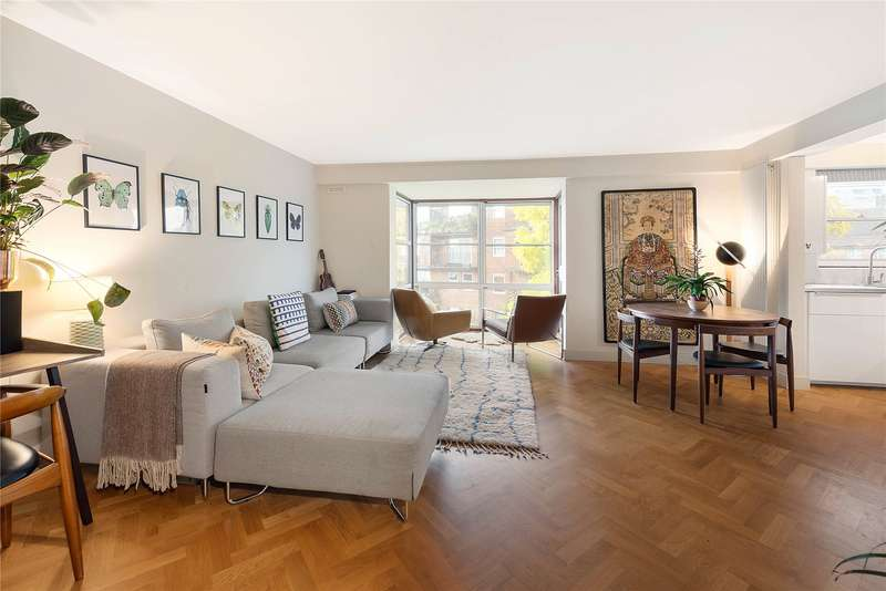 2 Bedrooms Flat for sale in Thorney Crescent, Battersea, London, SW11