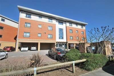 2 Bedrooms Flat for rent in West Cotton Close, Northampton, NN4