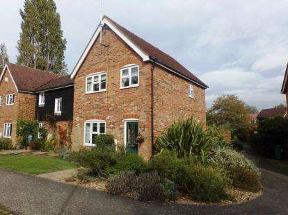 3 Bedrooms Semi Detached House for sale in Manor Close, Stoke Hammond, Milton Keynes, Buckinghamshire
