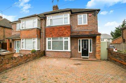 3 Bedrooms Semi Detached House for sale in Lewsey Road, Luton, Bedfordshire