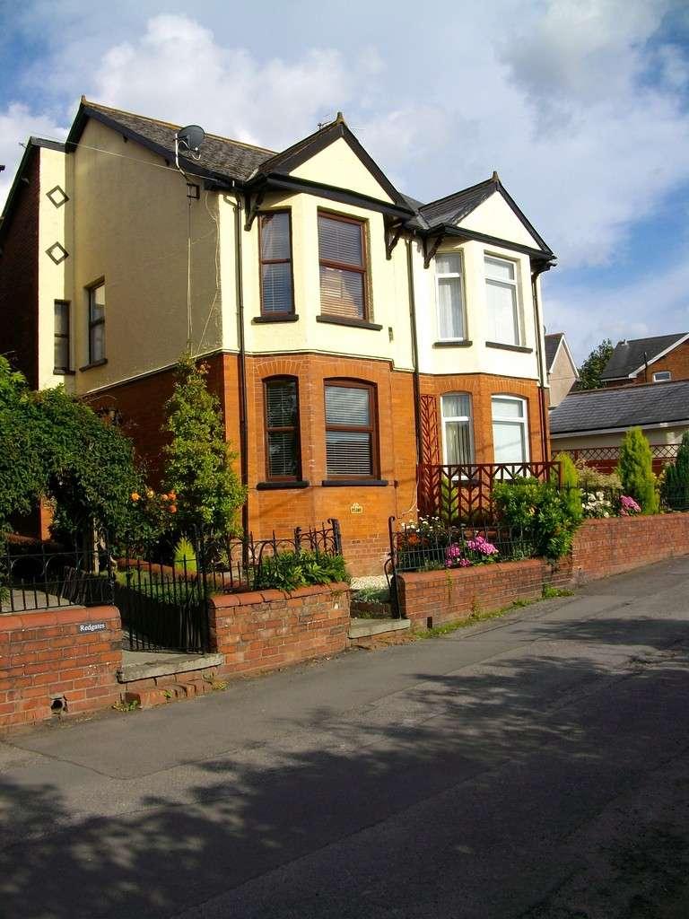 3 Bedrooms Semi Detached House for sale in Old Penygarn, Pontypool NP4