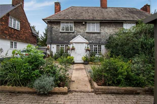 3 Bedrooms Semi Detached House for sale in Stag Lane, London