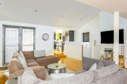 2 Bedrooms Link Detached House for sale in Southsea, Hampshire, United Kingdom