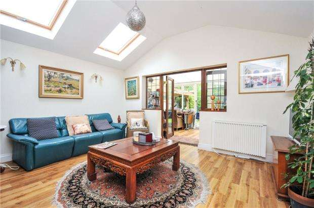 4 Bedrooms Detached House for sale in Tootswood Road, Bromley, Kent