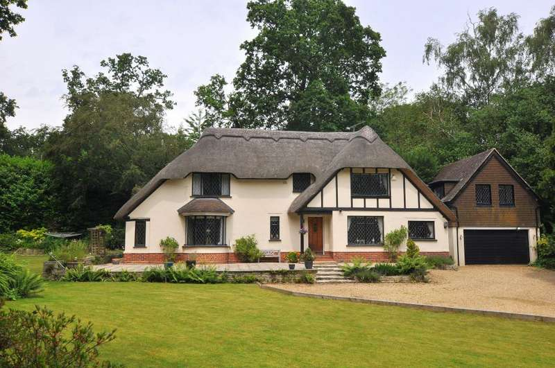 4 Bedrooms Detached House for sale in Ringwood, BH24 2AG