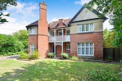 7 Bedrooms Detached House for sale in Totland Bay, Isle of Wight