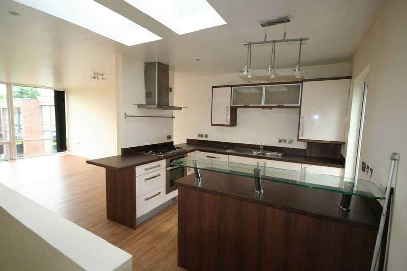 2 Bedrooms House for rent in Glen Morag Gardens, Rochdale