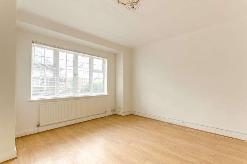 3 Bedrooms House for sale in Wellington Road, Bush Hill Park, EN1