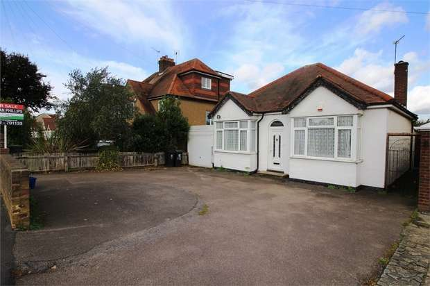 2 Bedrooms Detached Bungalow for sale in Honey Lane, Waltham Abbey, Essex