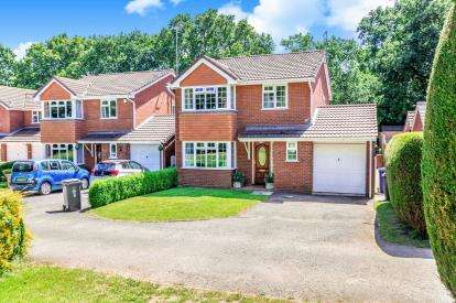 4 Bedrooms Detached House for sale in Wilkinson Close, Burntwood, Staffordshire
