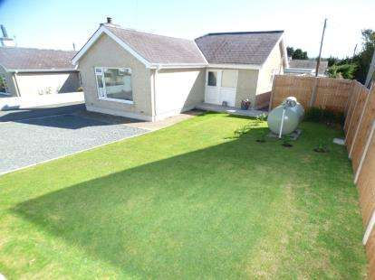 3 Bedrooms Bungalow for sale in Bay View Road, Benllech, Anglesey, Sir Ynys Mon, LL74