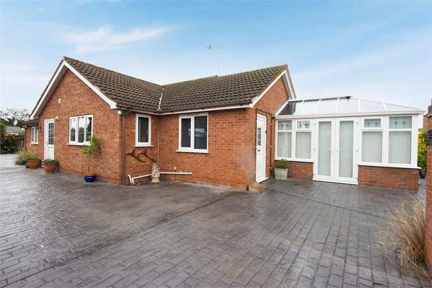 3 Bedrooms Detached Bungalow for sale in The Hollies Mews, Lower Howsell Road, Malvern, Worcestershire