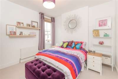 2 Bedrooms Flat for rent in Southfield Road, W4