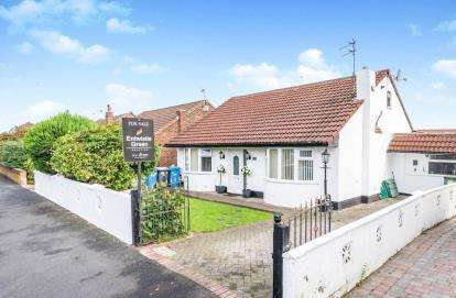 3 Bedrooms Bungalow for sale in Moorfield Road, Widnes, Cheshire, WA8