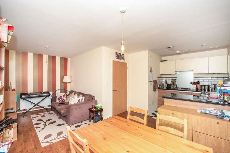 2 Bedrooms Apartment Flat for sale in Talehangers Close, Crook Log, Bexleyheath, Kent, DA6