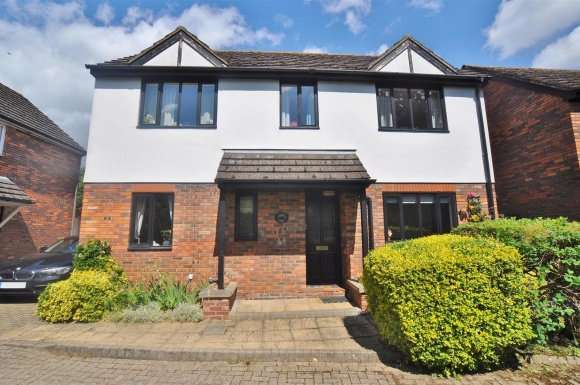 3 Bedrooms Property for sale in London Road, Hitchin