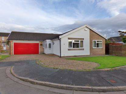 3 Bedrooms Bungalow for sale in Dodgson Close, Llandudno, Conwy, LL30