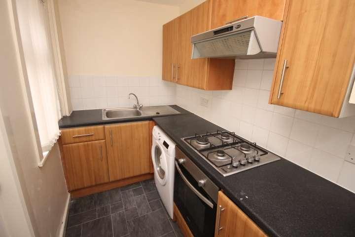 4 Bedrooms Terraced House for rent in Hartley Grove, Woodhouse, Leeds, LS6 2LD