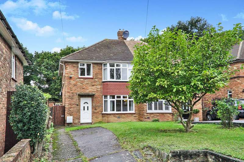 3 Bedrooms Semi Detached House for sale in Rye Close, Bexley, Kent, DA5