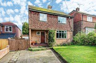 3 Bedrooms Detached House for sale in New Dover Road, Canterbury, Kent, United Kingdom