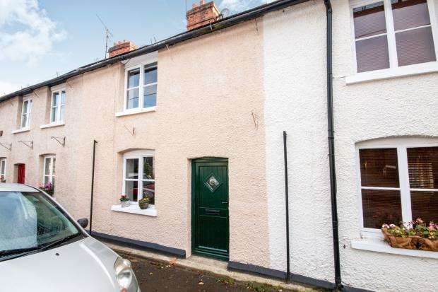 2 Bedrooms Terraced House for sale in The Street, North Warnborough, Hook