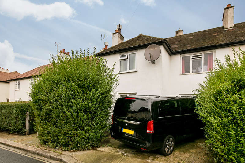 3 Bedrooms Semi Detached House for sale in Norbroke Street, London