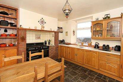 3 Bedrooms Semi Detached House for sale in Woodhouse Road, Sheffield, South Yorkshire