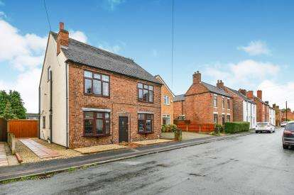 4 Bedrooms Detached House for sale in New Street, Chase Terrace, Burntwood, Staffordshire