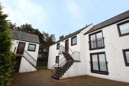 2 Bedrooms Flat for sale in Hurlethill Court, Glasgow